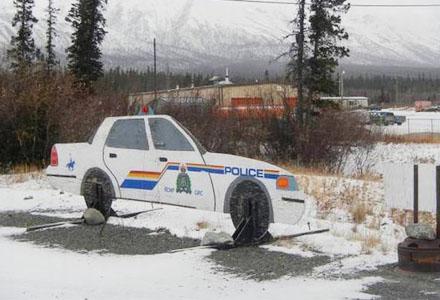 爆笑囧图:此处有警车
