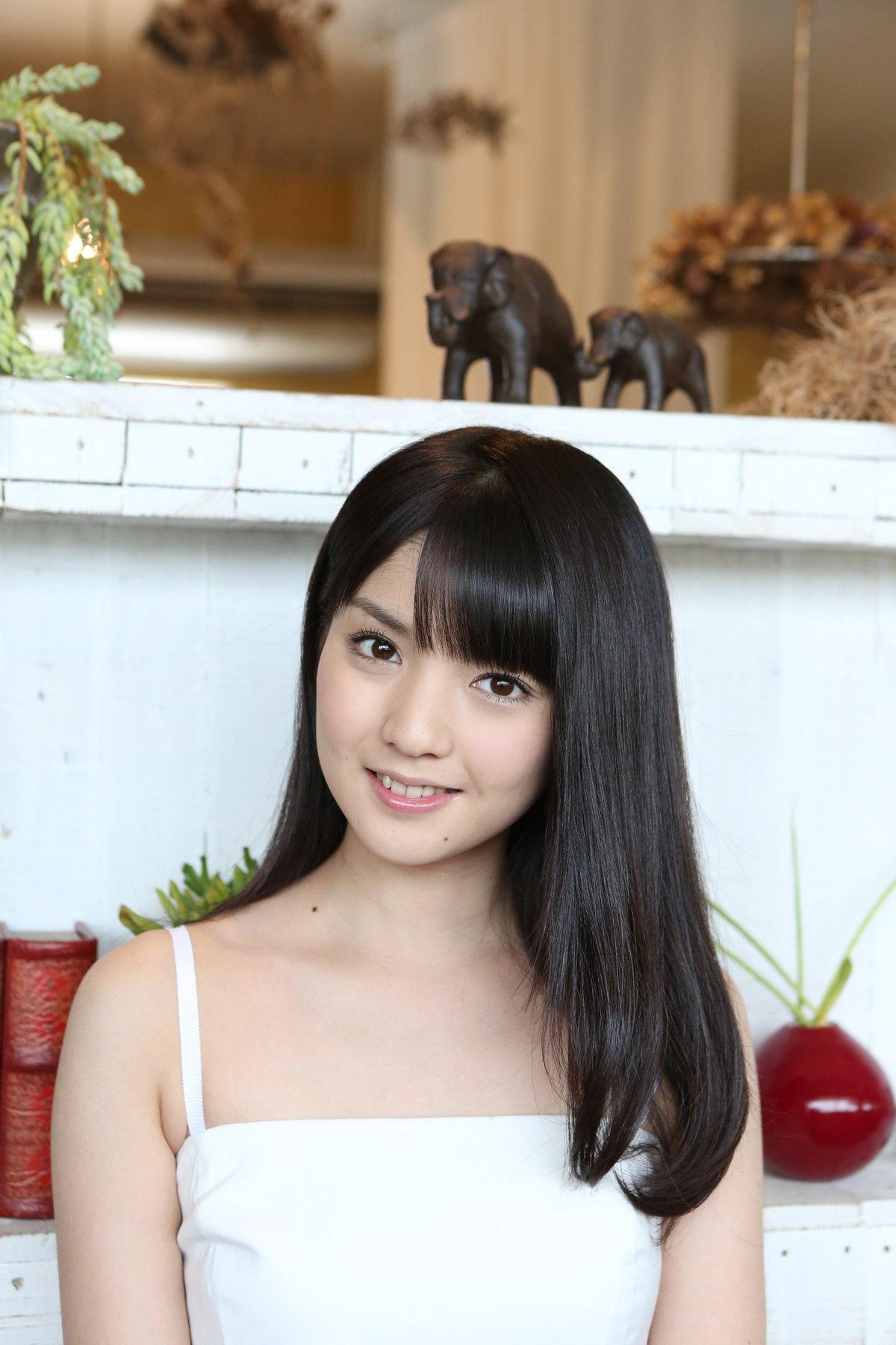日本可爱女生卖萌高清写真图片