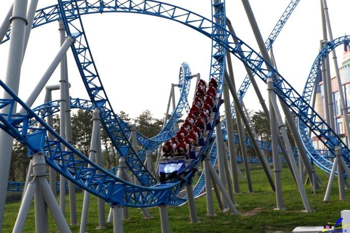 欧乐堡主题乐园 梦幻泉城的蓝火飞翔